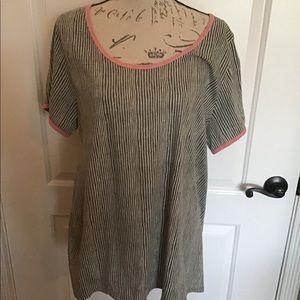 LulaRoe 2XL SoftGray Pink accented shirt